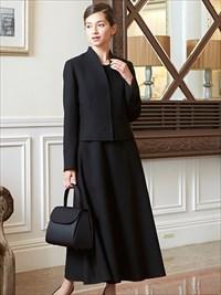 ロング丈スカートは正礼装に。ブラックフォーマル、レディース